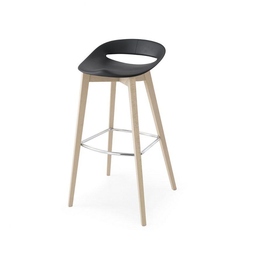 Connubia_Cosmopolitan_stool_wood legs